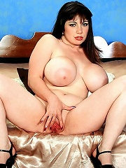 Huge boobed missy terry giving titjob and pumping from behind.