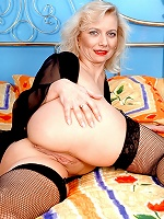 Older woman shows her shaved pussy