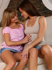 Bellina and  Tess - Tasting Pussy - Girls have a taste of each other