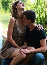 On the edge of the lake, these teen lovers take each other the edge of sexual pleasure. He brings her to an orgasm, the he explodes all