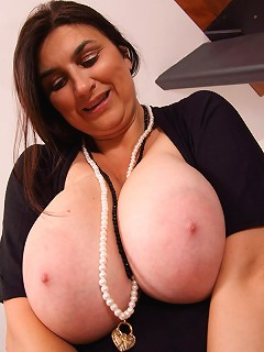 Mature Eleanor stripping off and playing with her big melons