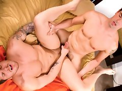 Muscle hunk gets fucked hard in anal