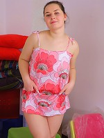 Horny young babe with lots of cushion for pushin