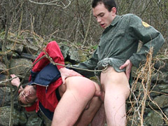 Those who love outdoor gay sex will definitely want to watch this gay sex video because this gay video takes place in a quiet forest. Several young gu
