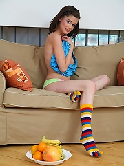 Hot sex pictures of Caprice inserting fruits and toys rnin pussy