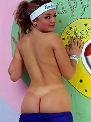 Sporty sweetheart pleasures body
