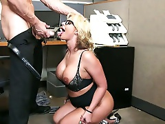 Gorgeous Blond Mommy Phoenix Marie Gives Solid Bj To Johnny Sins