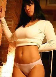Amanda Shows Off Her Big Tits Teen Porn Pix