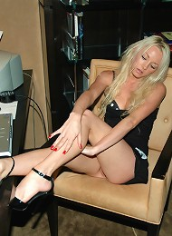 Hot Little Kelly Showing Off Her Assets In A Tight Black Dress. Teen Porn Pix