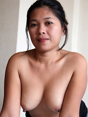 Shy Filipina MILF has first taste of white foreigner cock