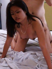 Sexy Filipina gets pussy creamed by male tourist