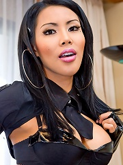 Tranny in sexy black attire going on a wet mission